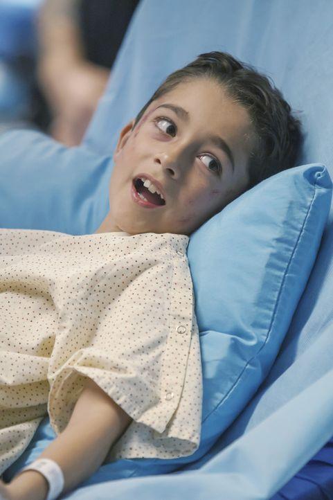 Statt die Schwere des Autounfalls zu erkennen, vergleicht der kleine Patient Jack (Nicolas Bechtel) die Geschehnisse mit seinen Computerspielen ... - Bildquelle: ABC Studios