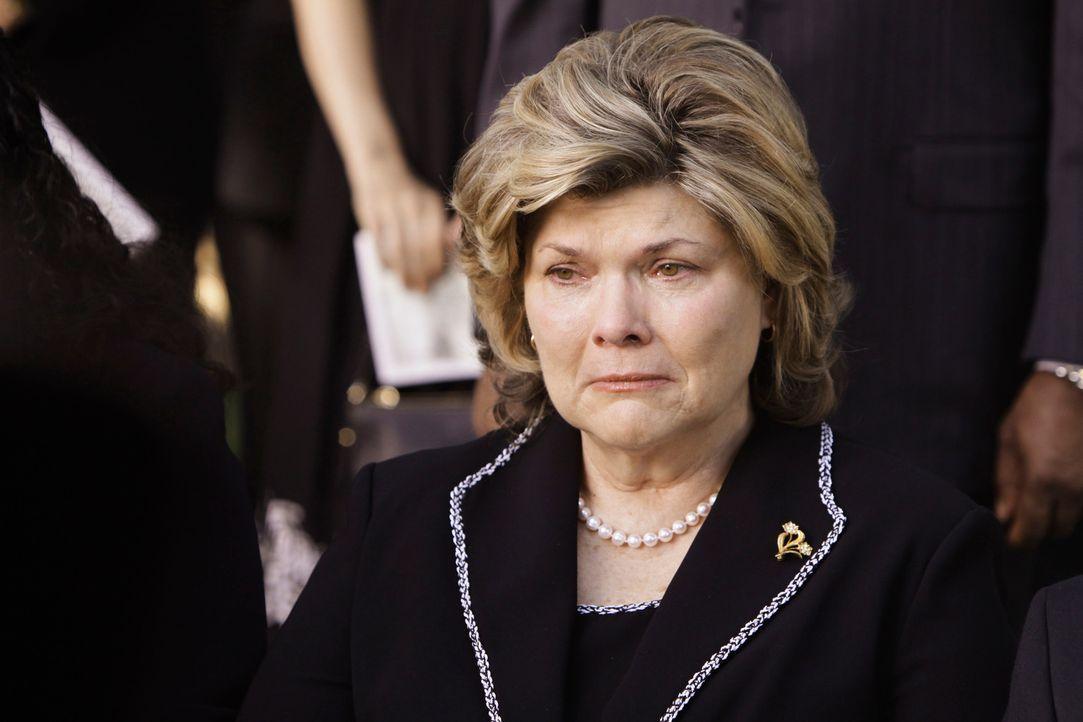 Kommt mit dem Tod ihres Sohnes nicht zurecht: Louise O'Malley (Debra Monk) ... - Bildquelle: Touchstone Television