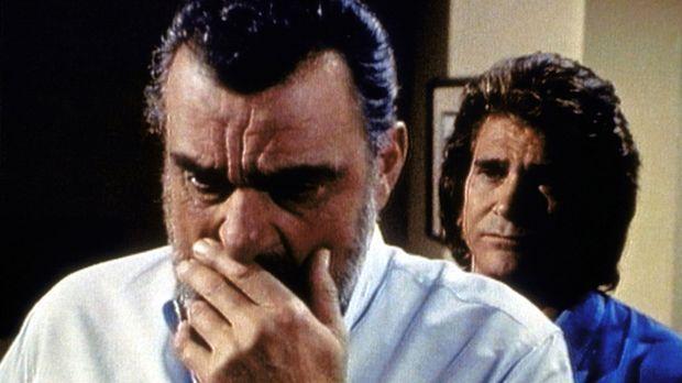 Mark (Victor French, l.) gesteht Jonathan (Michael Landon, r.) seine  Zweifel...