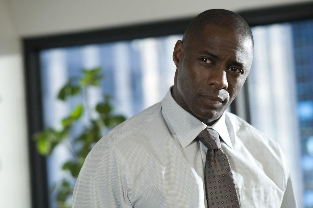 Der erfolgreiche, glücklich verheiratete Manager Derek Charles (Idris Elba) wird Opfer einer besessenen jungen Frau, die in ihrer krankhaften Liebe... - Bildquelle: 2009 Screen Gems, Inc. All Rights Reserved.