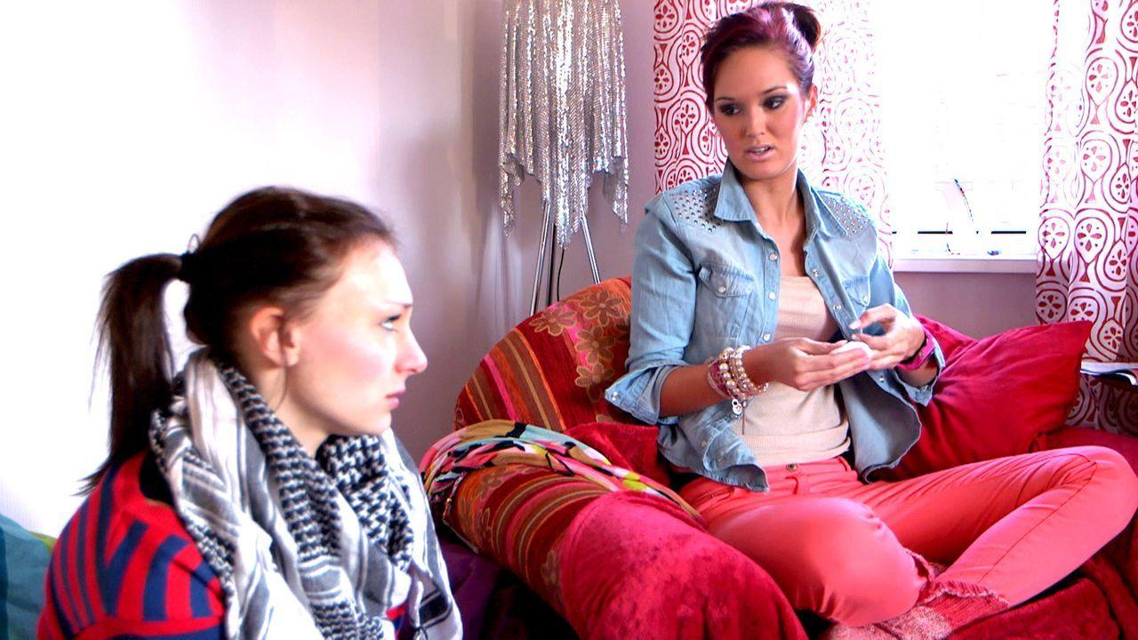 Während Ronny für Michelle (r.) ein Liebeslied komponiert, beweist Antonia (l.) vor Juri großen Mut ... - Bildquelle: SAT.1