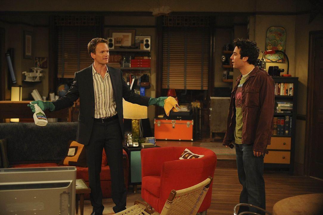 Barney (Neil Patrick Harris, l.) hat eine Spülmaschine gekauft, den Kühlschrank gefüllt und alles aufgeräumt. Als Ted (Josh Radnor, r.) dies sie... - Bildquelle: 20th Century Fox International Television