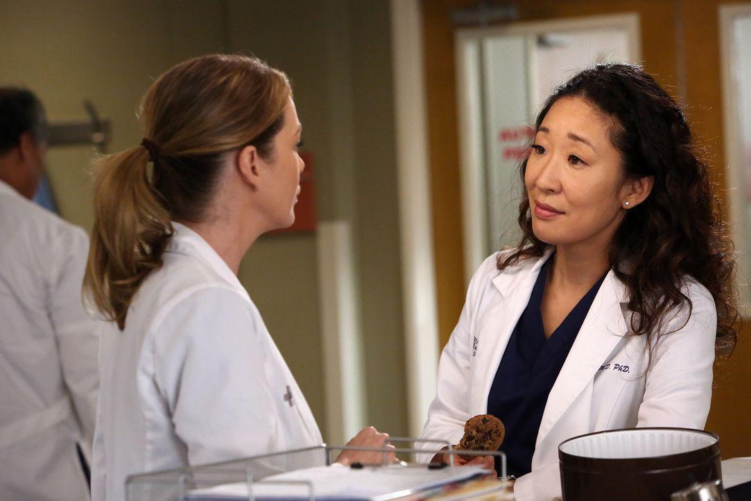 Ein anstrengender Tag wartet auf Cristina (Sandra Oh, r.) und Meredith (Ellen Pompeo, l.) ... - Bildquelle: ABC Studios