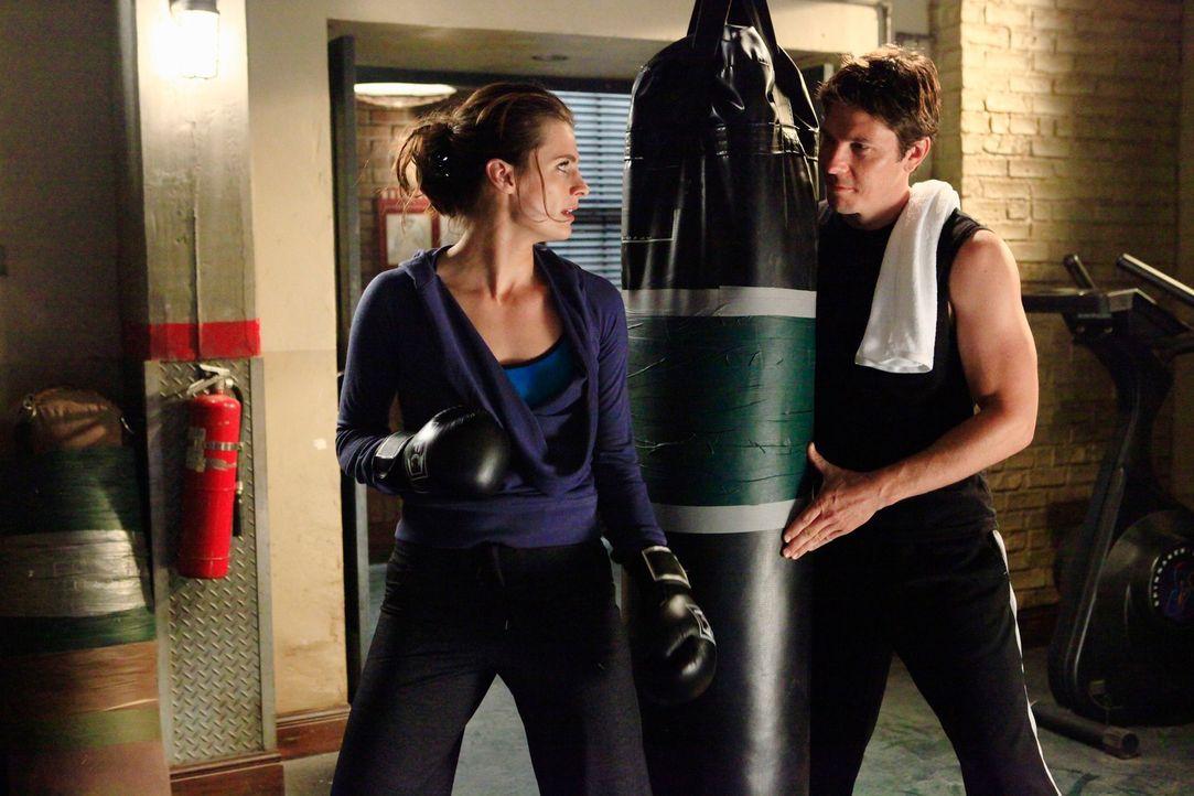 Det. Tom Demming (Michael Trucco, r.) lernt beim Training Kate Beckett (Stana Katic, l.) kennen und ist sofort von ihr hingerissen ... - Bildquelle: ABC Studios