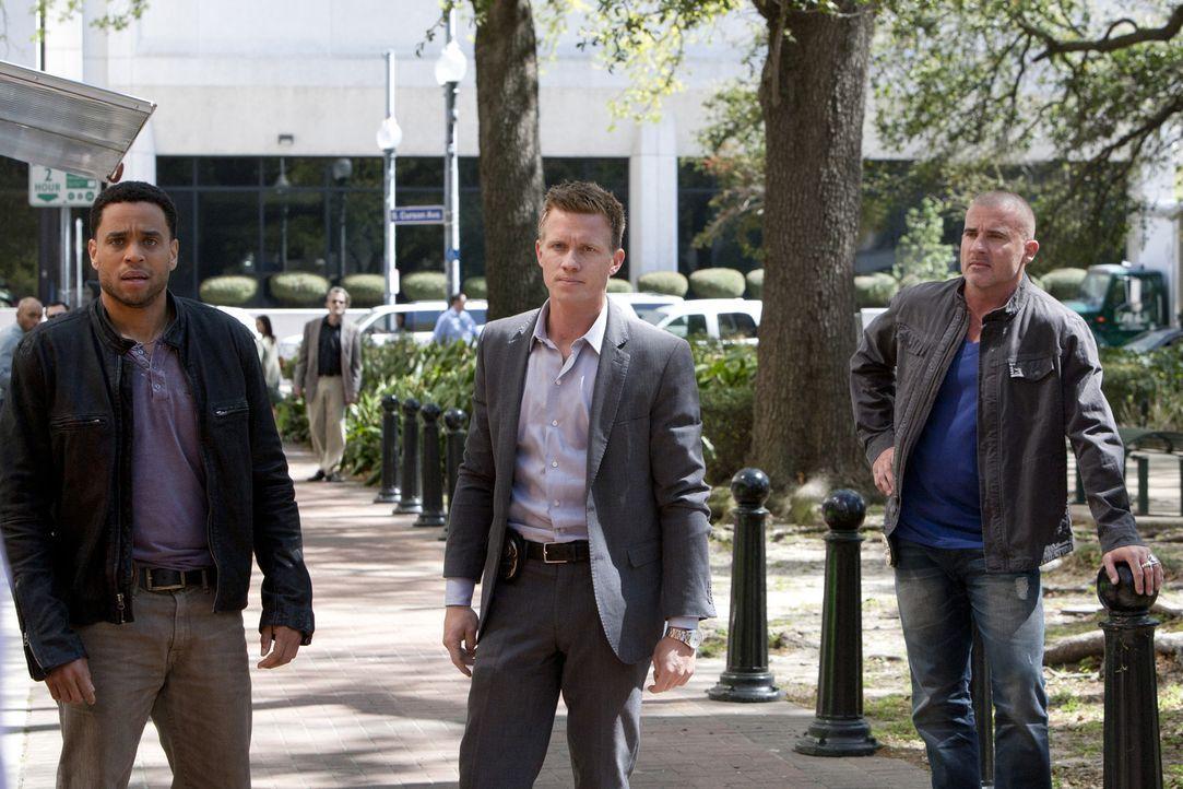 Bei den Ermittlungen in einem neuen Fall, stoßen Travis (Michael Ealy, l.) und Wes (Warren Kole, M.) auf John Crowe (Dominic Purcell, r.), einen al... - Bildquelle: USA Network