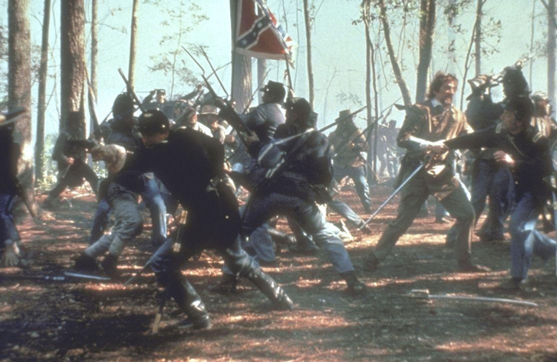 Tausend schwarze Soldaten stürmen das als schier uneinnehmbar geltende Fort Wagner an der Küste von South Carolina ... - Bildquelle: TriStar Pictures