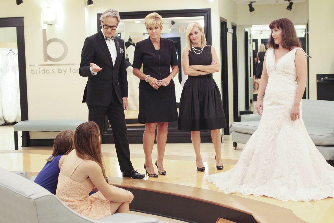 Während die Braut Suzanne (r.) ihre zweite Hochzeit klein halten will, haben ihre beiden Töchter ganz große Pläne. Für Flo (2.v.r.), Monte (l.) und... - Bildquelle: TLC & Discovery Communications