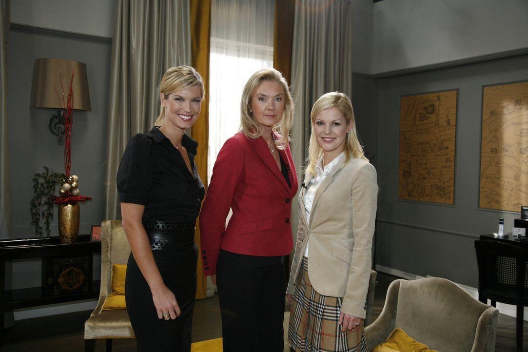 Verena Wriedt (Verena Wriedt, l.) führt ein Interview mit Alexandra (Ivonne Schönherr, r.) und Elisabeth Aden (Birte Berg, r.) ... - Bildquelle: SAT.1
