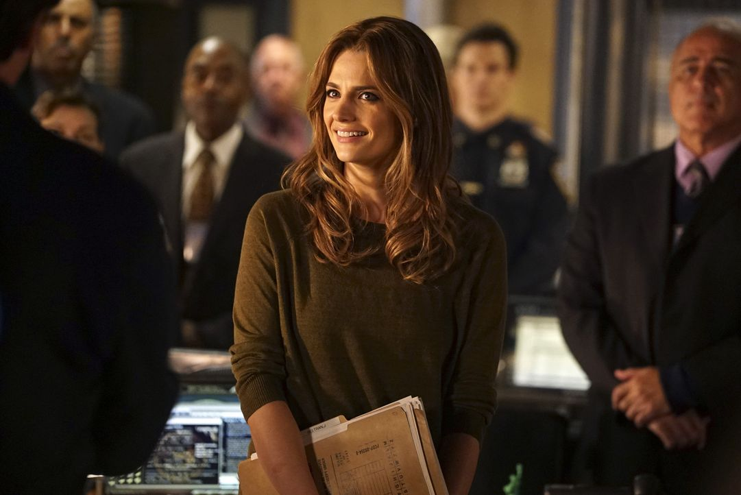 Für Beckett (Stana Katic, M.) läuft es gut: Glücklich startet sie in ihre neue Karriere als Captain des Bezirks. Doch eine Mordserie an ihren ehemal... - Bildquelle: Richard Cartwright 2015 American Broadcasting Companies, Inc. All rights reserved.