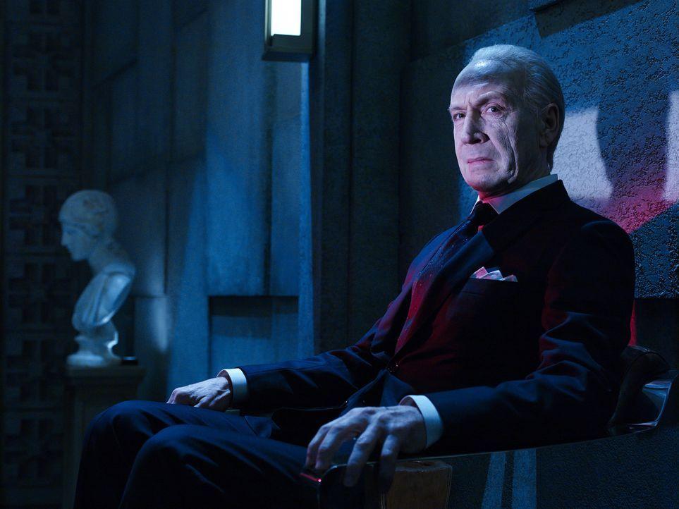 (1. Staffel) - Um dem Tod entkommen zu können, geht Eldritch Palmer (Jonathan Hyde) einen gefährlichen Deal ein, der das Ende der Menschheit bedeuten könnte ...