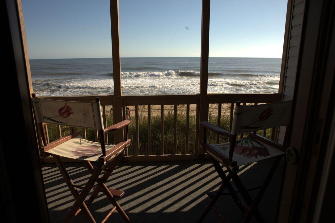 Die alleinstehende Deborah Hrab sehnt sich nach einem Ferienhaus am Strand. Makler Wende Pritchard hilft ihr auf der Suche nach einer Immobilie, die... - Bildquelle: 2013,HGTV/Scripps Networks, LLC. All Rights Reserved
