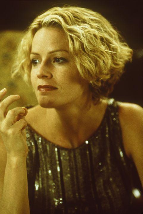 Arbeitet seit vielen Jahren an einer Mixtur, die Menschen unsichtbar machen soll: Linda McKay (Elisabeth Shue) ... - Bildquelle: Columbia Pictures