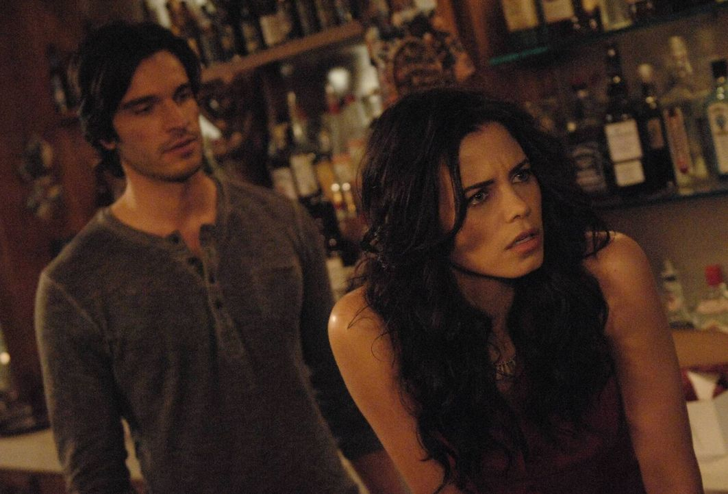 Irgendetwas scheint mit Freya (Jenna Dewan-Tatum, r.) nicht zu stimmen, denn sie wird immer schwächer und schwächer. Kilian (Daniel DiTomasso, l.)... - Bildquelle: 2013 Lifetime Entertainment Services, LLC. All rights reserved.