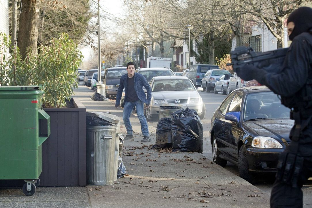 """Als Stephen (Robbie Amell) von """"Ultra"""" einen neuen Auftrag bekommt, muss er sich in große Gefahr begeben ... - Bildquelle: Warner Bros. Entertainment, Inc"""