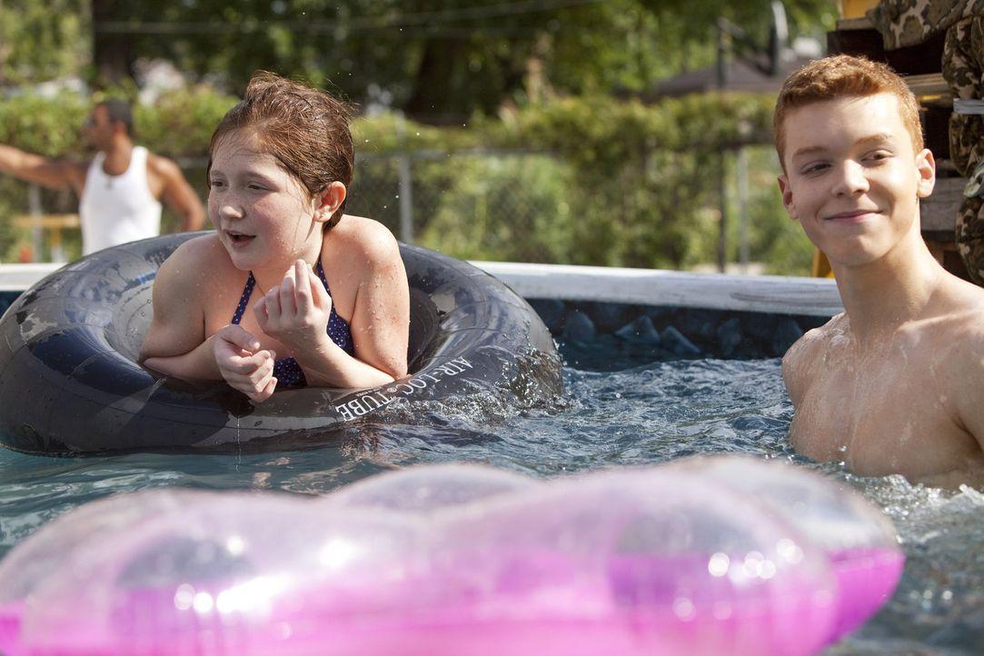 Überträgt Fiona den Kindern zu viel Verantwortung, und zeigt Ian (Cameron Monaghan, r.) nach Debbie (Emma Kenney, l.) auch bald gesundheitliche Folg... - Bildquelle: 2010 Warner Brothers