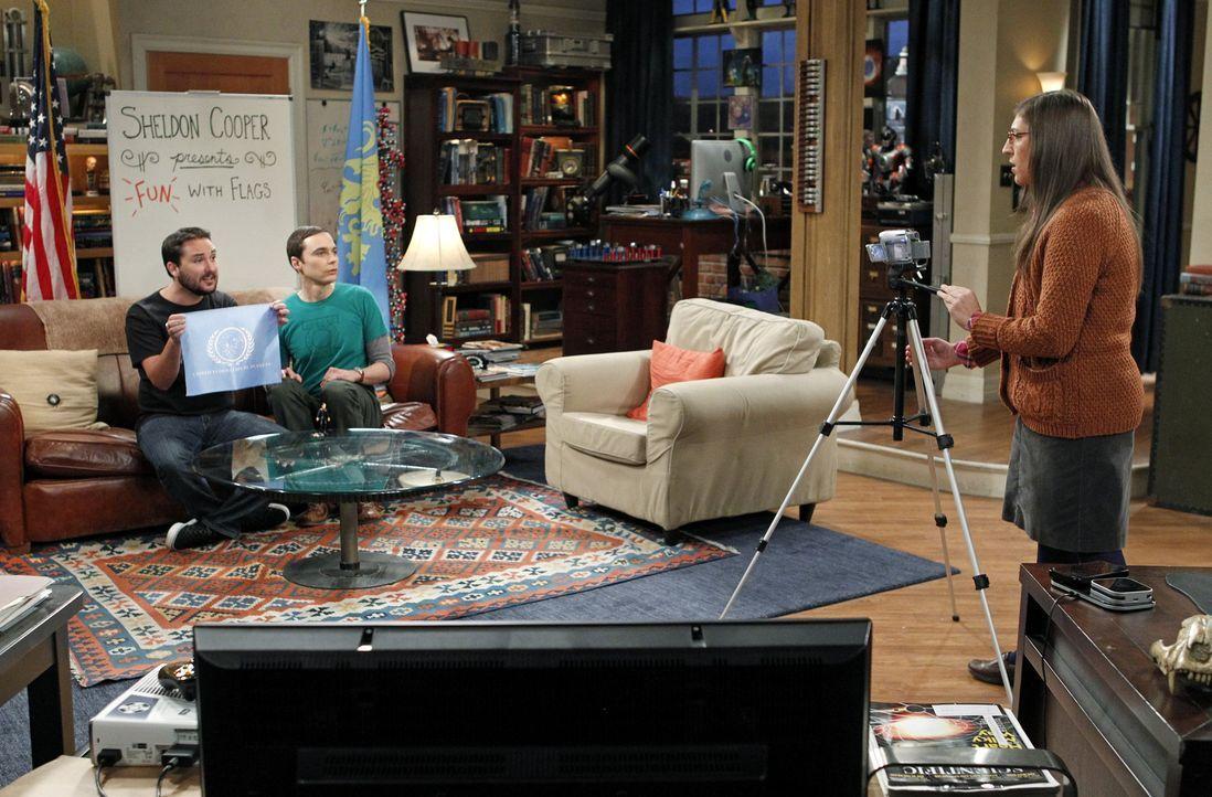 Während Howard Schwierigkeiten damit hat, bei seiner Mutter auszuziehen, findet sich Sheldon (Jim Parsons, M.) mitten in einer Auseinandersetzung zw... - Bildquelle: Warner Bros. Television