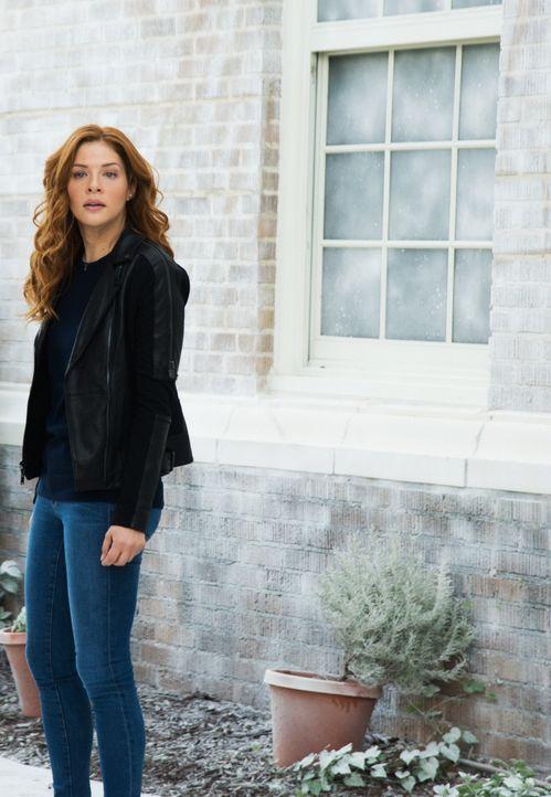 Julia (Rachelle LeFevre) würde alles für die Bewohner von Chester's Mill tun und begibt sich in größte Gefahr ... - Bildquelle: 2014 CBS Broadcasting Inc. All Rights Reserved.
