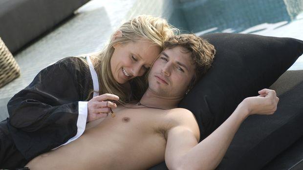 Toy Boy - Dein Vergnügen ist sein Job! Nikki (Ashton Kutcher, r.) und Samanth...