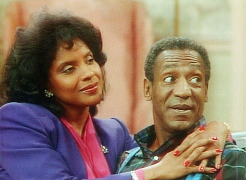 Clair (Phylicia Rashad, l.) und Cliff (Bill Cosby, r.) haben sich wieder versöhnt. Nun kann in Ruhe über die Strafe für Theo beraten werden. - Bildquelle: Viacom
