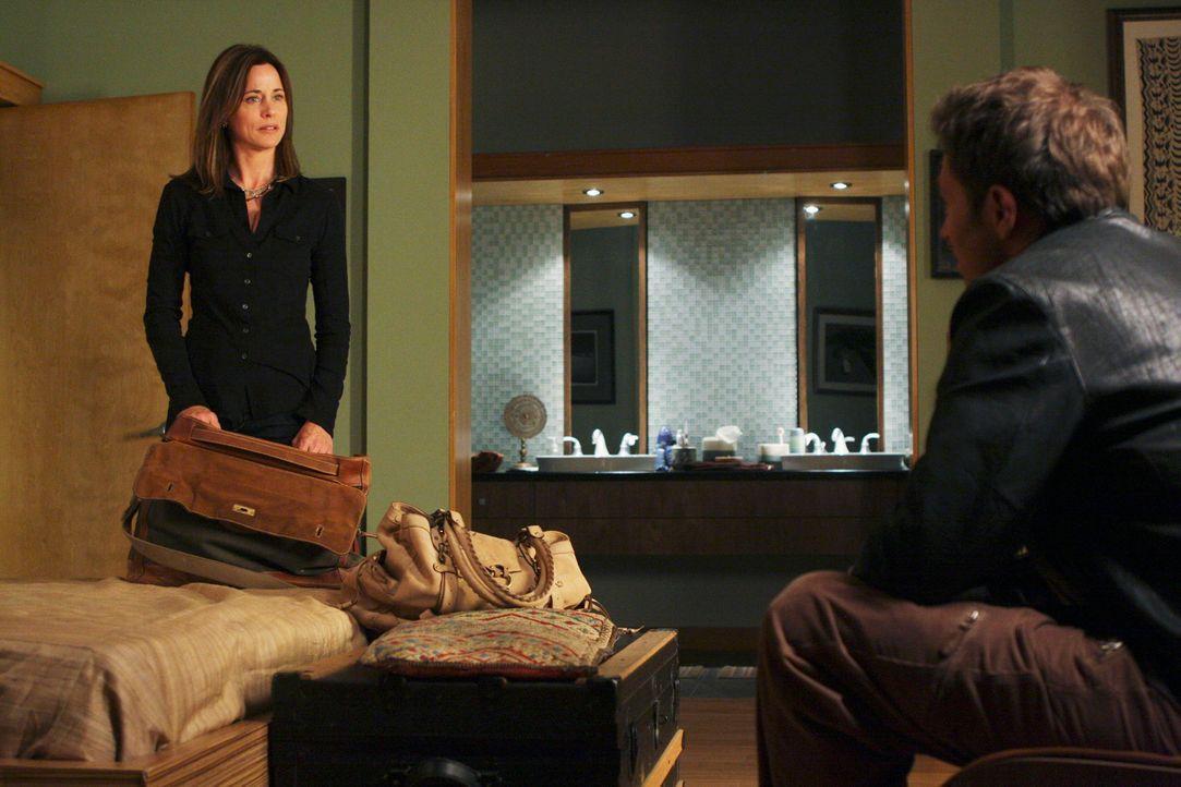 Zum Leidwesen von Pete (Tim Daly, r.) packt Meg (Jayne Brook, l.) ihre Sachen, um nach Ghana zu gehen. Wird Pete sie davon abhalten können? - Bildquelle: ABC Studios