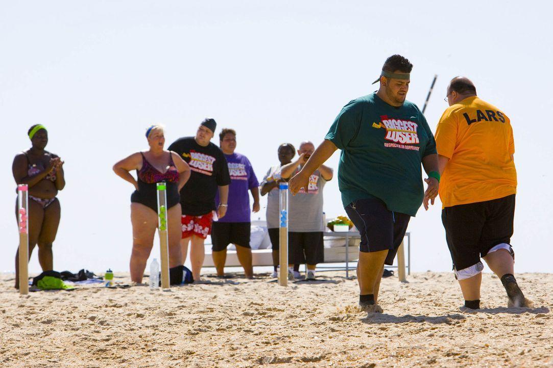 Bei dem Triathlon Wettkampf am Strand bekommen die Kandidaten einen ersten Vorgeschmack auf die nächsten Tage im Camp. In sengender Hitze stoßen ein... - Bildquelle: Enrique Cano SAT.1