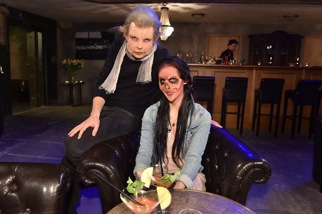 Mäuserich Inger (l.) und Zombie Vanessa (r.) erleben ein außergewöhnliches Date ... - Bildquelle: Andre Kowalski Sixx