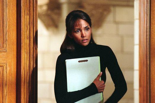 Gothika - Die anerkannte Kriminalpsychologin Dr. Miranda Grey (Halle Berry) a...
