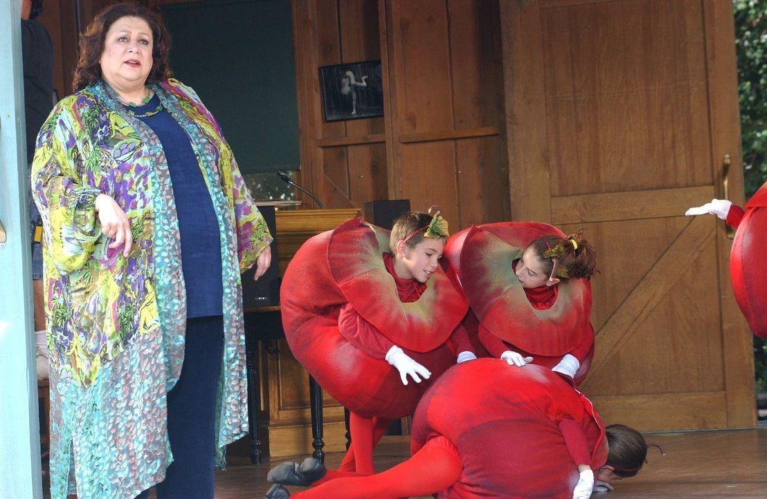 Nicht nur für Ballett hat Miss Patty (Liz Torres) ein ausgeprägtes Interesse, auch der neuste Klatsch und Tratsch in der kleinen Stadt Stars Hollow... - Bildquelle: 2004 Warner Bros.