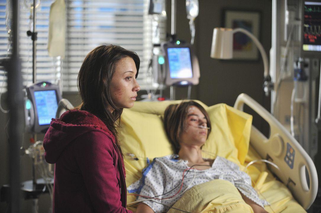 Ein schwerer Autounfall zerreißt ihre Familie: Lily (Stella Maeve, l.) und Michael (Bridger Zadina, r.) ... - Bildquelle: ABC Studios