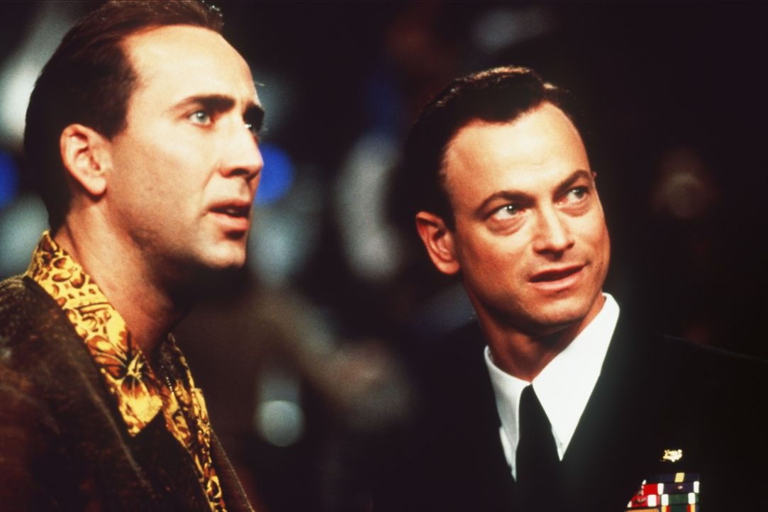 """Bei einem Boxkampf in der """"Casino Arena"""" von Atlantic City trifft der Cop Rick Santoro (Nicolas Cage, l.) seinen alten Freund Kevin Dunne (Gary Sini... - Bildquelle: Touchstone Pictures"""