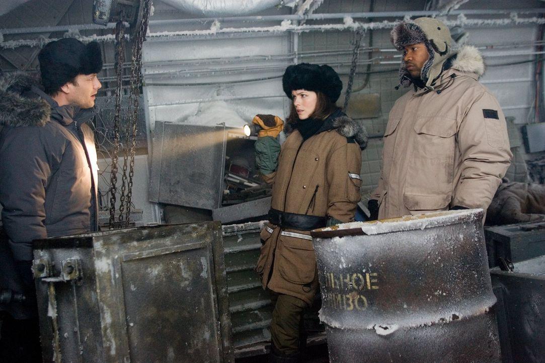 Carrie Stetko (Kate Beckinsale, M.) und Delfy (Columbus Short, r.) treffen auf Robert Pryce (Gabriel Macht, l.), einen UN-Sonderermittler. Können si... - Bildquelle: Warner Bros.