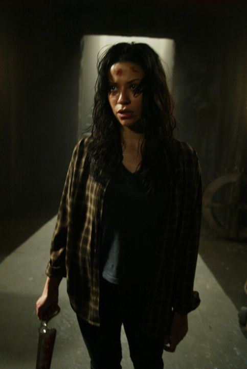 Ist Dana (Navi Rawat) von einem Dämon besessen? - Bildquelle: The WB Television Network