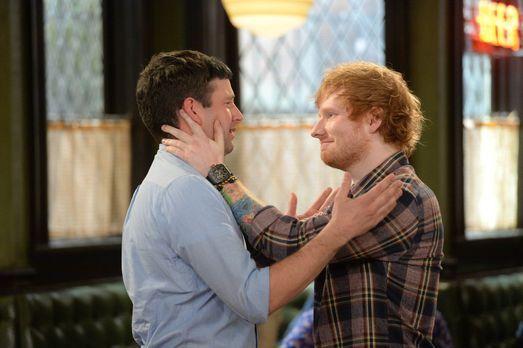 Undateable - Ein großer Fehler: Justin (Brent Morin, l.) hat Ed Sheeran (r.)...
