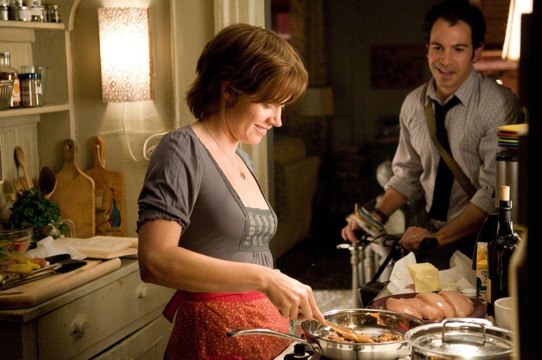 Mit Hilfe eines ehrgeizigen Plans verändert sich das Leben von Julie (Amy Adams, l.) und Eric Powell (Chris Messina, r.) ... - Bildquelle: 2009 Columbia Pictures Industries, Inc. All Rights Reserved.