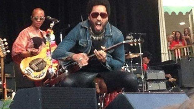 Hier zeigt Lenny Kravitz sein bestes Stück!
