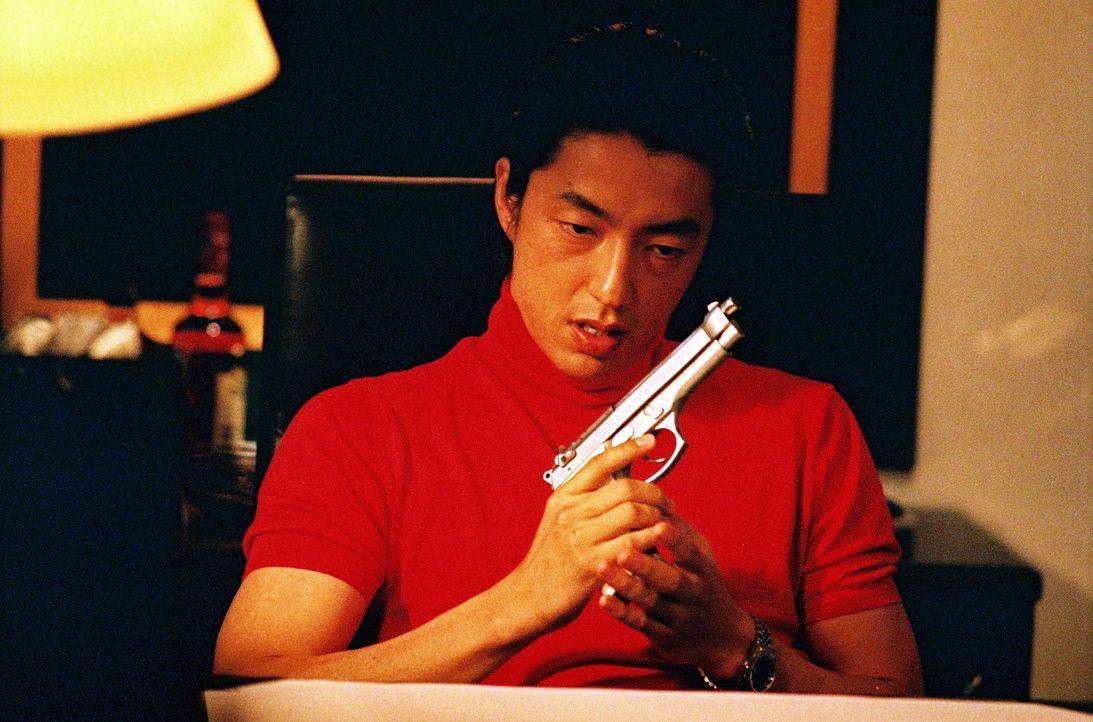 Hat der hemmungslose Kuroda (Takao Osawa) etwas mit dem Mord an dem Gouverneur von Tokyo zu tun? - Bildquelle: 2005 Sony Pictures Home Entertainment Inc. All Rights Reserved.