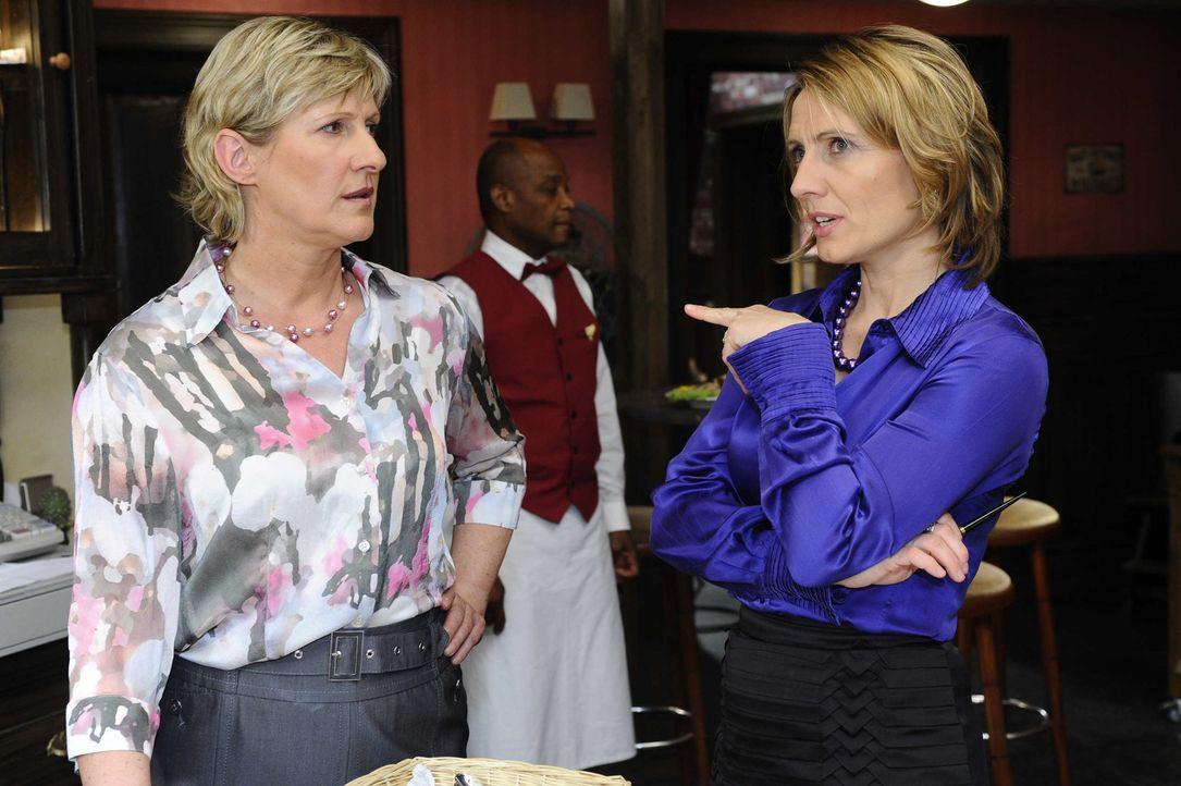 Susanne (Heike Jonca, l.) merkt, dass Brigitte (Joana Schümer, r.) sie anlügt ... - Bildquelle: SAT.1