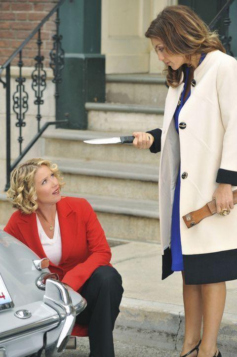 Was haben Samantha (Christina Applegate, l.) und Andrea (Jennifer Esposito, r.) nur vor? - Bildquelle: 2008 American Broadcasting Companies, Inc. All rights reserved.