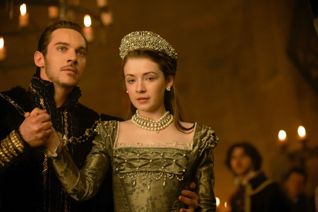 Hat es die Königin geschafft, Henry (Jonathan Rhys Meyers, l.) und seine Tochter Mary Tudor (Sarah Bolger, r.) wieder zu vereinen? - Bildquelle: 2009 TM Productions Limited/PA Tudors Inc. An Ireland-Canada Co-Production. All Rights Reserved.
