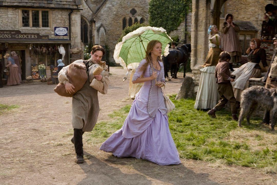 Tristan (Charlie Cox, l.) versucht mit allen Mitteln, die Dorfschönheit Victoria (Sienna Miller, r.) zu beeindrucken. Als die beiden eine Sternschnu... - Bildquelle: 2006 Paramount Pictures. All Rights Reserved.