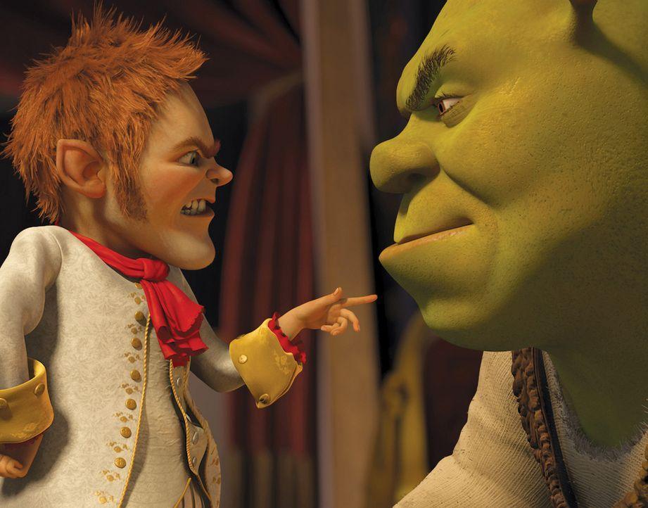 Bald erkennt Shrek (r.), dass es keine gute Idee war, sich auf einen Pakt mit dem hinterlistigen Rumpelstilzchen einzulassen ... - Bildquelle: 2012 DreamWorks Animation LLC. All Rights Reserved.