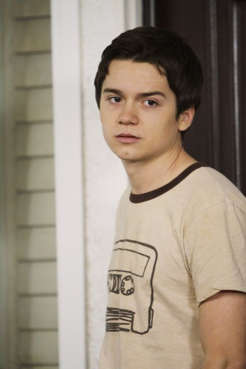 Hat es mit seiner Mutter und ihrem neuen Leben nicht immer leicht: Travis Cobb (Dan Byrd) ... - Bildquelle: 2009 ABC INC.