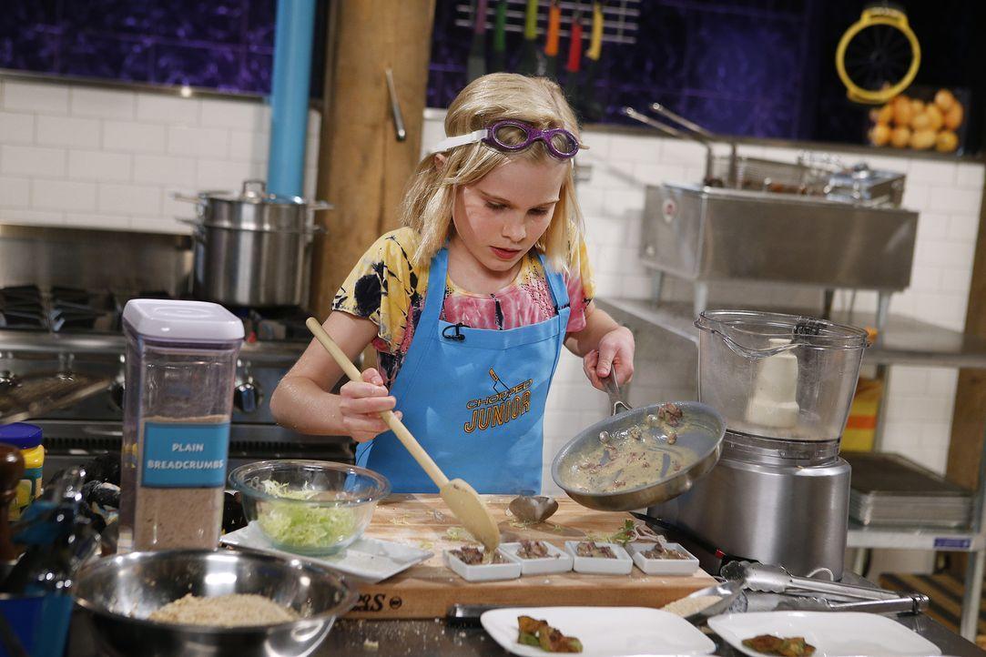 Kochen macht Elizabeth nicht nur glücklich, sondern auch besonders stolz. Kann sie mit ihrer Kreation aus Avocado, Kaktusfeige und Lutschern auch di... - Bildquelle: Jason DeCrow 2015, Television Food Network, G.P. All Rights Reserved