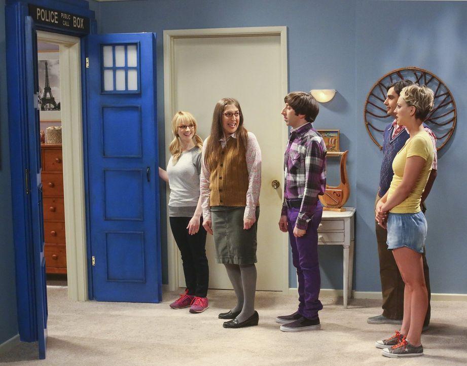 Veranstalten einen Garagenverkauf - der anders endet als geplant: Bernadette (Melissa Rauch, l.), Howard (Simon Helberg, M.), Amy (Mayim Bialik, 2.v... - Bildquelle: Warner Bros. Television