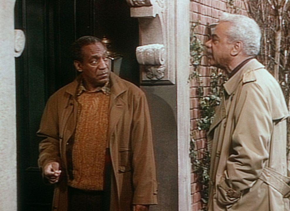 Cliff (Bill Cosby, l.) dankt seinem Vater Russell (Earle Hyman, r.), dass dieser ihn vom Krankenhaus nach Hause gefahren hat. - Bildquelle: Viacom