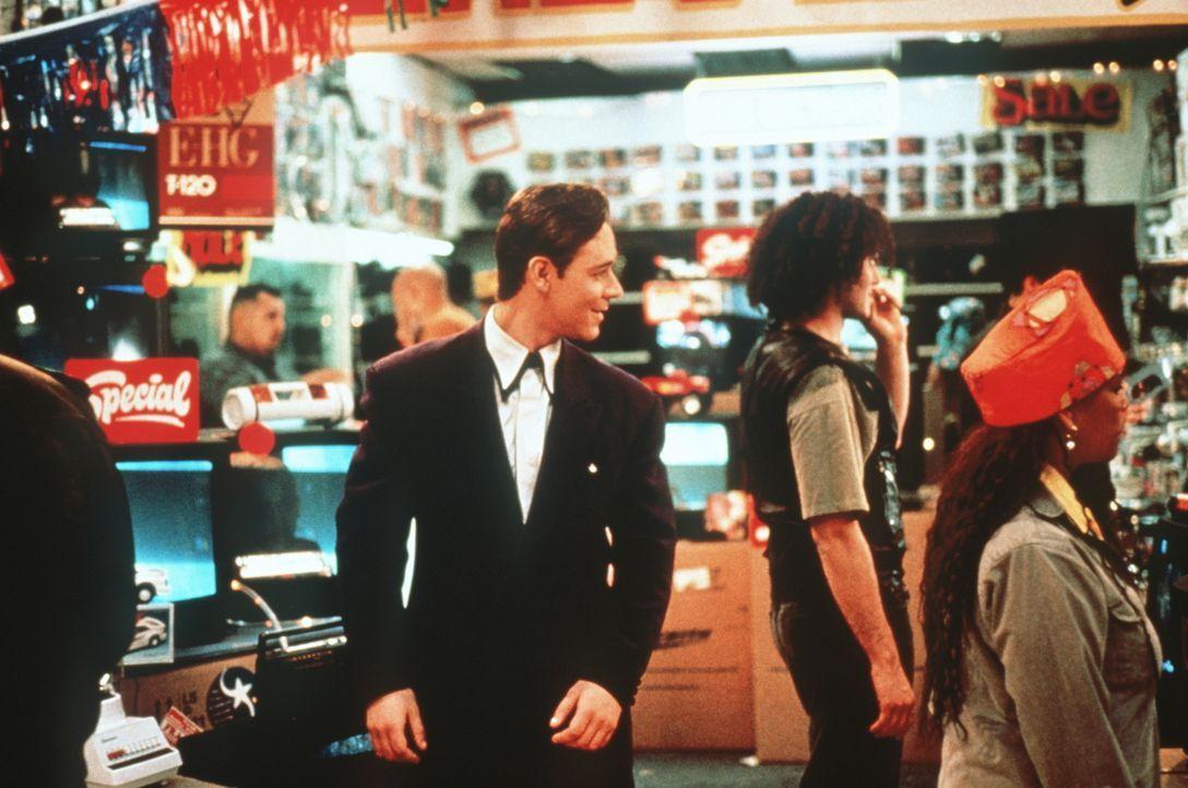 Der virtuell erzeugte Serienkiller Sid 6.7 (Russell Crowe, M.) ist viel zu gewieft, als leichtgläubig in die Fallen seiner Jäger zu tappen ... - Bildquelle: Paramount Pictures