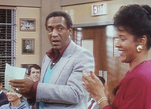 Bill Cosby Show - Cliff (Bill Cosby, l.) und Clair (Phylicia Rashad, r.) besu...
