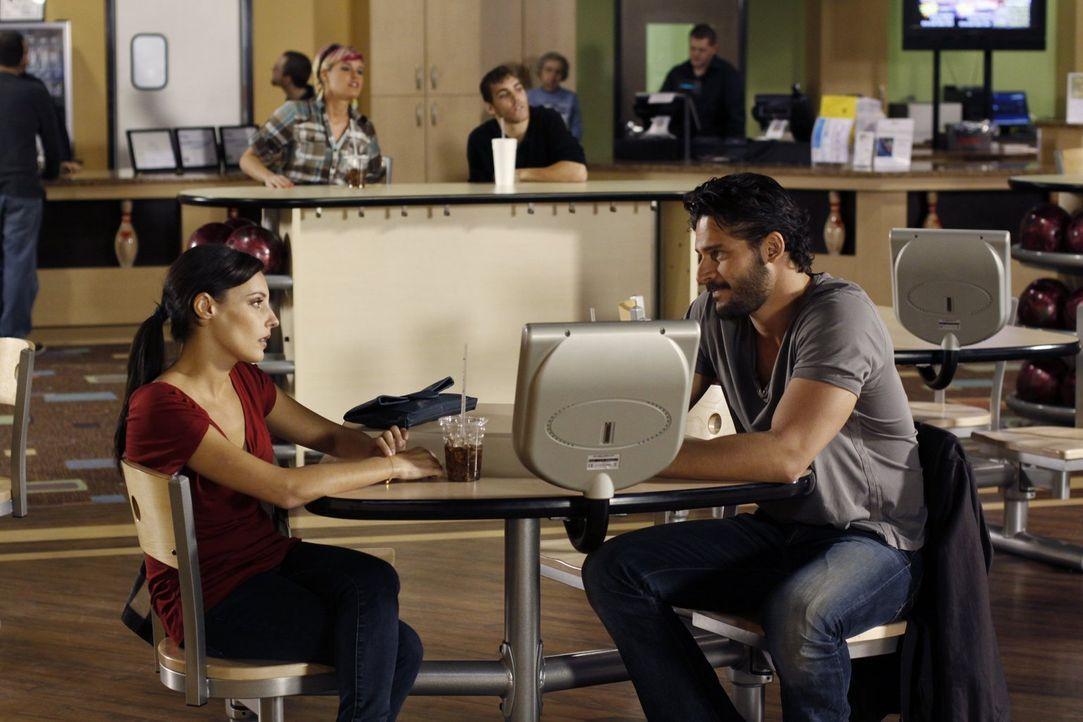 Wird Owen (Joe Manganiello, r.) der strauchelnden Millicent (Lisa Goldstein, l.) ein wenig Halt geben können? - Bildquelle: Warner Bros. Pictures