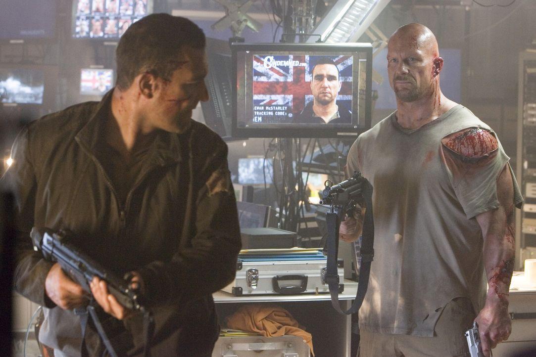Zwei zum Tode Verurteilte (v.l.n.r.: Vinnie Jones, Steve Austin) kämpfen in einer TV-Show um ihre Freilassung ... - Bildquelle: 2007 WWE Films, Inc. All Rights Reserved.