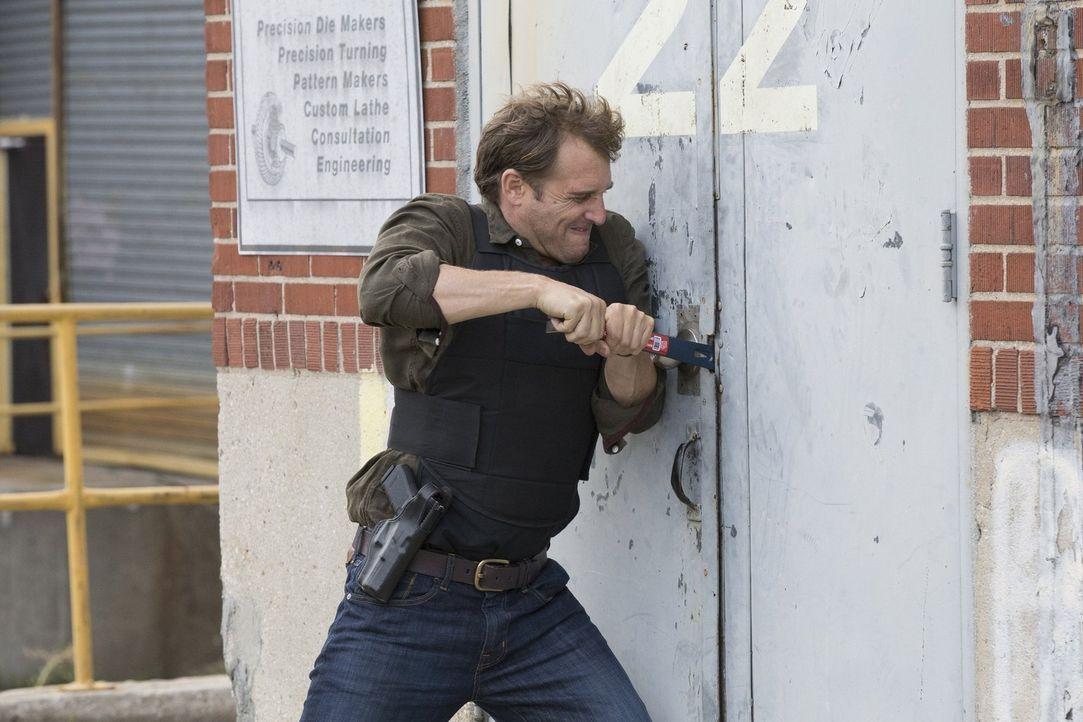Jake (Josh Lucas) möchte, dass Laura ihm wieder vertraut, doch die kann ihm seine Fehltritte aus der Vergangenheit nur schwer verzeihen ... - Bildquelle: 2015 Warner Bros. Entertainment, Inc.
